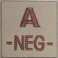 Groupe sanguin A négatif brodé sur tissu tan
