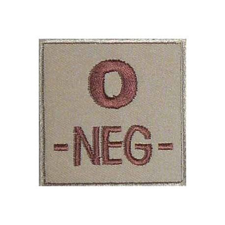 Groupe sanguin O négatif brodé sur tissu tan