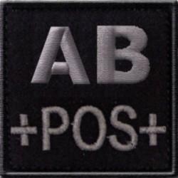 Groupe sanguin AB positif brodé sur tissu noir