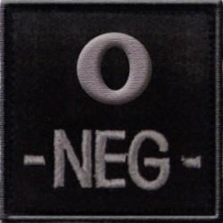 Groupe sanguin O négatif brodé sur tissu noir