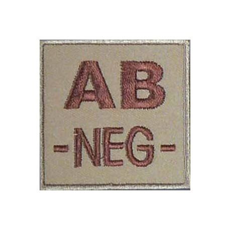 Groupe sanguin AB négatif brodé sur tissu tan